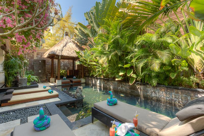 Pool sunlounges - Villa Kipas - BEST LOCATION NEAR BEACH - Private Pool Villa - Seminyak - rentals