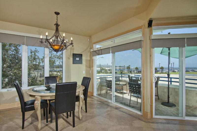 Large Penthouse on the Ocean Front - Image 1 - Pacific Beach - rentals