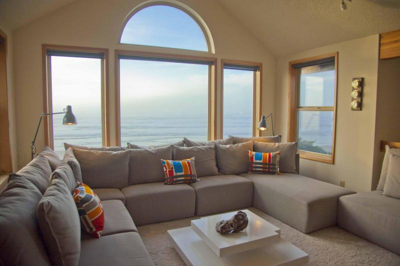 A Two Story View! - The Sand Castle on Miles of Sandy Beach! - Yachats - rentals