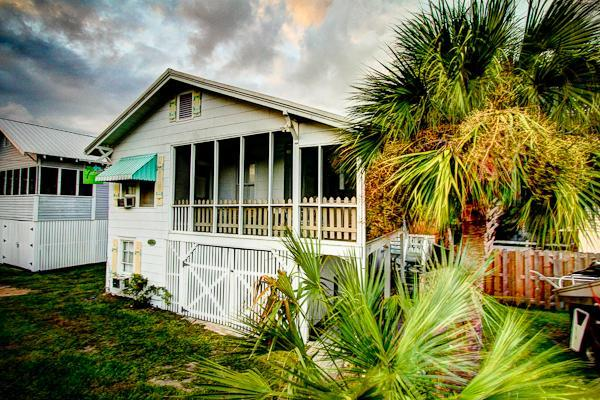 My Beach House, Original 1930s Tybee Cottage,screened porch,4th house to beach/private lane. South - My Beach House, Southend,,10P,Pet OK, WF - Tybee Island - rentals