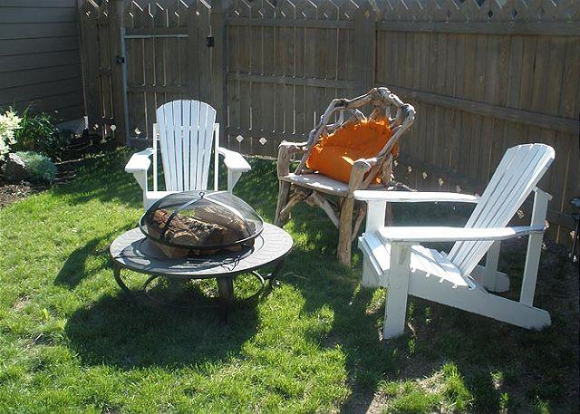 Backyard Firepit. - On the Old MIll Bluff -  Zen of luxury & design in downtown Bend w/a hot tub! - Bend - rentals