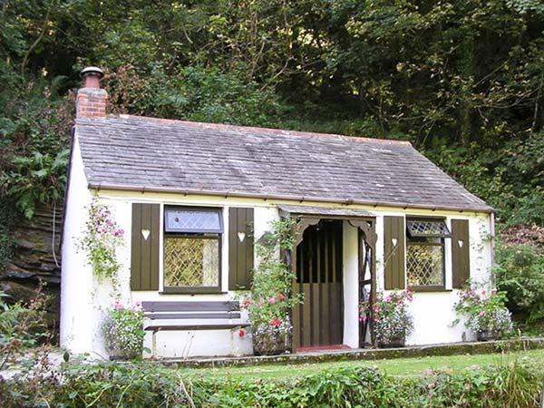 COACHMAN'S, romantic, character holiday cottage, with open fire in Tintagel, Ref 982 - Image 1 - Tintagel - rentals