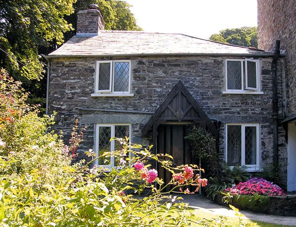 MILL COTTAGE, character holiday cottage, with a garden in Tintagel, Ref 981 - Image 1 - Tintagel - rentals