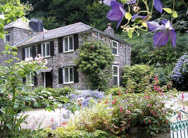 MILLER'S HOUSE, pet friendly, character holiday cottage, with a garden in Tintagel, Ref 980 - Image 1 - Tintagel - rentals