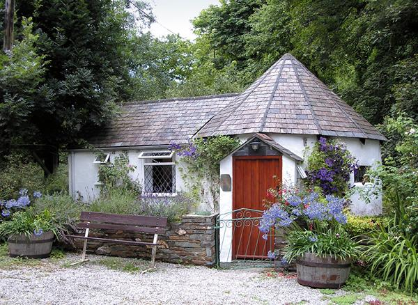 MILLSTREAM, romantic, character holiday cottage, with a garden in Tintagel, Ref 983 - Image 1 - Tintagel - rentals