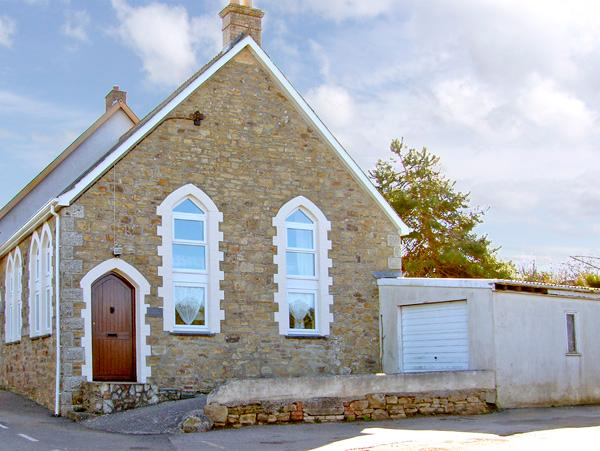 THE OLDE SUNDAY SCHOOL, family friendly, character holiday cottage, with a garden in Rejerrah, Ref 2427 - Image 1 - Rejerrah - rentals