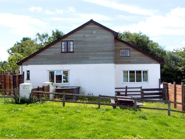 WHYTINGS, pet friendly, country holiday cottage, with a garden in Uplyme, Ref 2581 - Image 1 - Uplyme - rentals