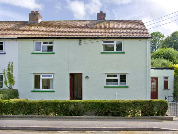 12 GLAN Y MOR, family friendly, WiFi, garden in Llansteffan, Ref 2995 - Image 1 - Llansteffan - rentals