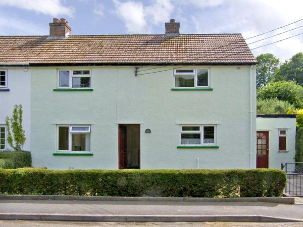 12 GLAN Y MOR, family friendly, WiFi, garden in Llansteffan, Ref 2995 - Image 1 - Llansteffan - rentals
