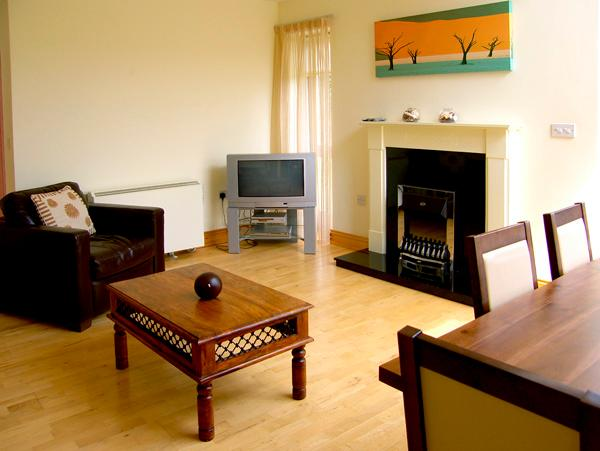 5 CASTLE QUAY, family friendly, with a garden in Kinsale, County Cork, Ref 2607 - Image 1 - Kinsale - rentals