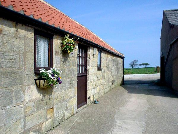 ABBEY VIEW COTTAGE, pet-friendly, with a garden in Robin Hood's Bay, Ref 1067 - Image 1 - Robin Hood's Bay - rentals