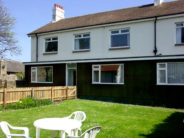 ALEXANDRA HOUSE, pet-friendly, with a garden in Beadnell, Ref 822 - Image 1 - Beadnell - rentals