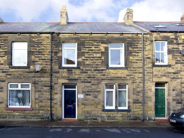 AMBLERS' REST, pet friendly, with a garden in Amble-By-The-Sea, Ref 2786 - Image 1 - Amble - rentals