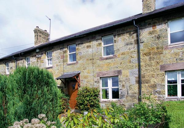 APPLE TREE COTTAGE, character holiday cottage, with a garden in Fenwick Near Holy Island, Ref 930 - Image 1 - Fenwick Near Holy Island - rentals