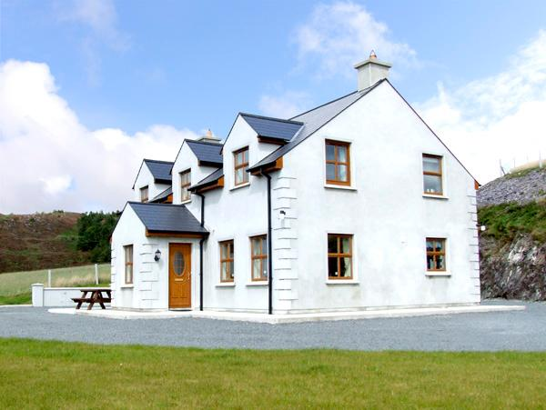 ARDAGH NORTH, pet friendly, country holiday cottage, with a garden in Baltimore, County Cork, Ref 2405 - Image 1 - Baltimore - rentals