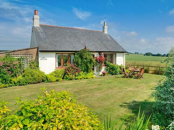 BARMOOR RIDGE, pet friendly, character holiday cottage, with a garden in Lowick Near Holy Island, Ref 409 - Image 1 - Lowick - rentals