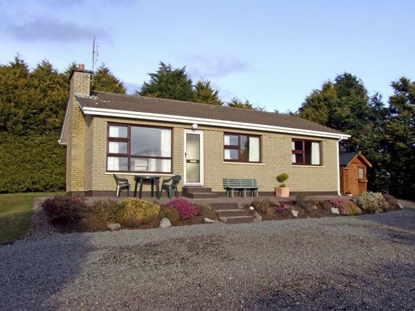 BAYVIEW COTTAGE, family friendly, country holiday cottage, with a garden in Kilgarvan, Ref 2455 - Image 1 - Kilgarvan - rentals