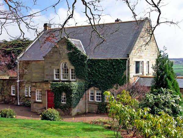 BEECH HILL MANOR, pet friendly, character holiday cottage, with a garden in Aislaby Near Whitby, Ref 2377 - Image 1 - Aislaby - rentals