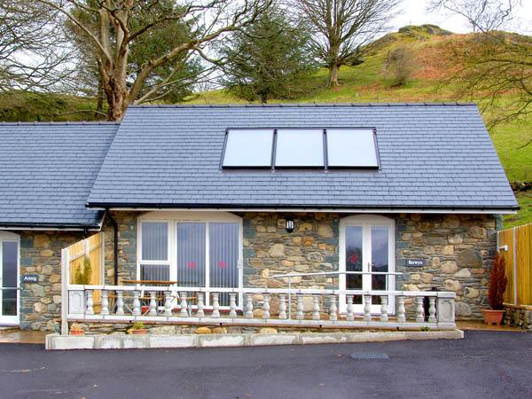 BERWYN COTTAGE, family friendly, character holiday cottage, with a garden in Bala, Ref 2826 - Image 1 - Bala - rentals