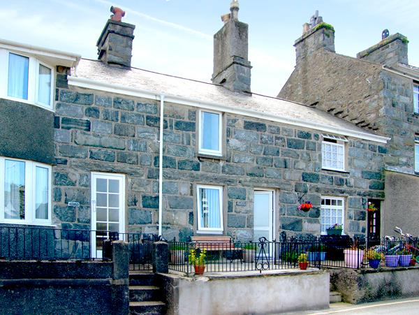 BODLONDEB, family friendly, character holiday cottage, with open fire in Harlech, Ref 2234 - Image 1 - Harlech - rentals