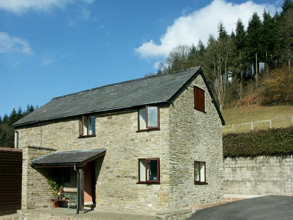 BORDER VIEW, family friendly, character holiday cottage, with a garden in Kington, Ref 1727 - Image 1 - Kington - rentals