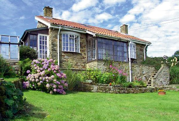 BRACKEN EDGE, pet friendly, country holiday cottage, with a garden in Sleights Near Whitby, Ref 887 - Image 1 - Sleights - rentals