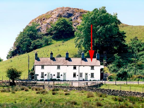 CARREG GLEISION, pet friendly, character holiday cottage, with open fire in Manod, Ref 1583 - Image 1 - Manod - rentals