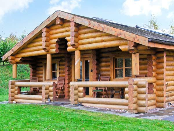 CEDAR LOG CABIN, BRYNALLT COUNTRY PARK, pet friendly, country holiday cottage - Image 1 - Welsh Frankton - rentals