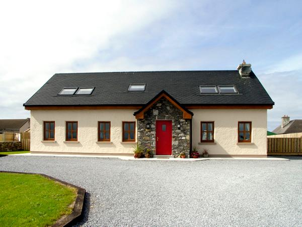 COIS FARRAIGE, pet friendly, character holiday cottage, with a garden in Castlegregory, County Kerry, Ref 2249 - Image 1 - Castlegregory - rentals