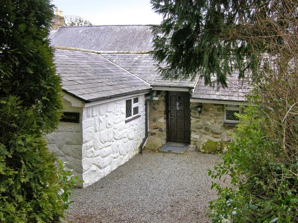 CONIFERS COTTAGE, pet-friendly, character holiday cottage, with a garden in Talhenbont Hall Country Estate, Ref 380 - Image 1 - Chwilog - rentals