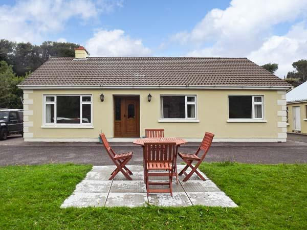 COOM VILLA, family friendly, country holiday cottage, with a garden in Glenbeigh, WiFi, County Kerry, Ref 2324 - Image 1 - Glenbeigh - rentals