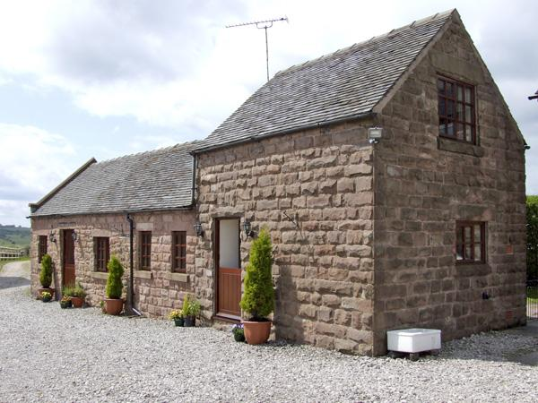 CURLEW BARN, family friendly, country holiday cottage, with hot tub in Ipstones, Ref 3596 - Image 1 - Ipstones - rentals