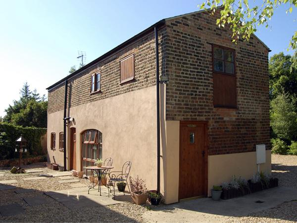 THE BARN, pet friendly, with a garden in Long Sutton, Ref 1665 - Image 1 - Long Sutton - rentals
