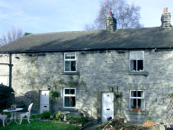 ELDER BANK, romantic, character holiday cottage, with open fire in Bradwell, Ref 1609 - Image 1 - Bradwell - rentals
