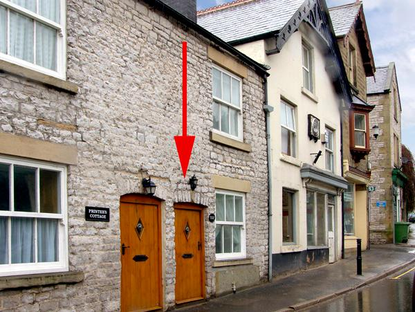 EXCHANGE COTTAGE, family friendly, WiFi, character holiday cottage in Tideswell, Ref 2422 - Image 1 - Tideswell - rentals