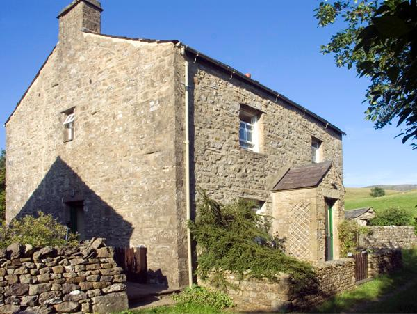 FAWBER COTTAGE, family friendly, character holiday cottage, with a garden in Horton-In-Ribblesdale, Ref 1198 - Image 1 - North Yorkshire - rentals