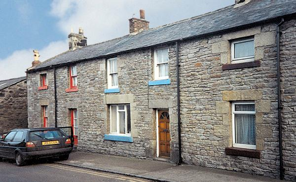 FISHERMAN'S COTTAGE, pet friendly, character holiday cottage in Seahouses, Ref 207 - Image 1 - Seahouses - rentals