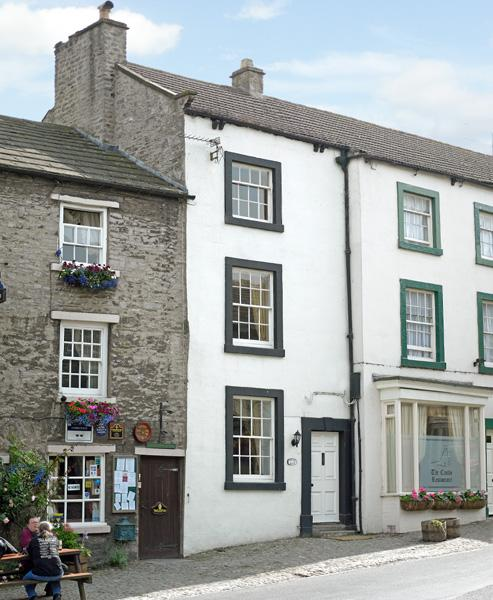 FOXTOR, pet friendly, character holiday cottage in Middleham, Ref 1330 - Image 1 - Middleham - rentals