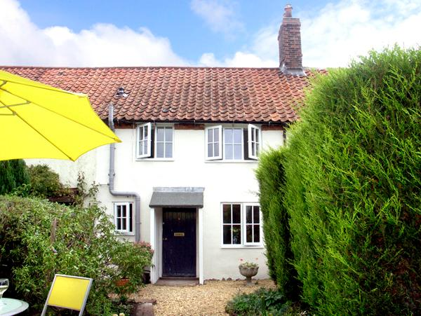 FRED'S COTTAGE, pet friendly, character holiday cottage, with a garden in - Image 1 - Briston - rentals