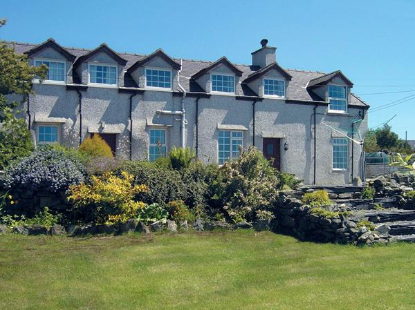 GLAN Y GORS, pet friendly, character holiday cottage, with a garden in Llanberis, Ref 924 - Image 1 - Llanberis - rentals