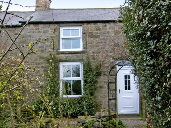 HARROGATE COTTAGE, family friendly, character holiday cottage, with a garden in Longframlington Near Alnwick, Ref 1474 - Image 1 - Longframlington - rentals