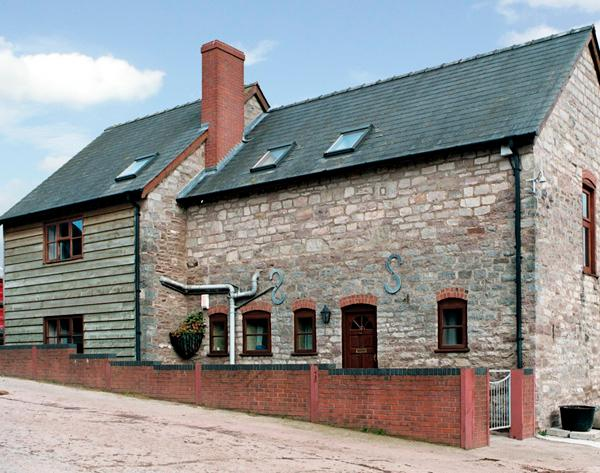 GREEN FARM COTTAGE, family friendly, with a garden in Hereford, Ref 1063 - Image 1 - Hereford - rentals