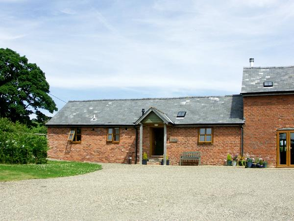 THE BYRE, character holiday cottage, with a garden in Wentnor, Ref 1502 - Image 1 - Wentnor - rentals