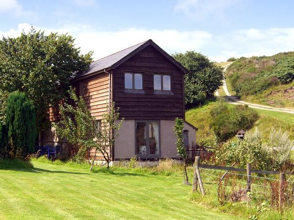 THE OLD CWM BARN, pet friendly, country holiday cottage, with a garden in Mainstone, Bishops Castle, Ref 1955 - Image 1 - Mellington - rentals
