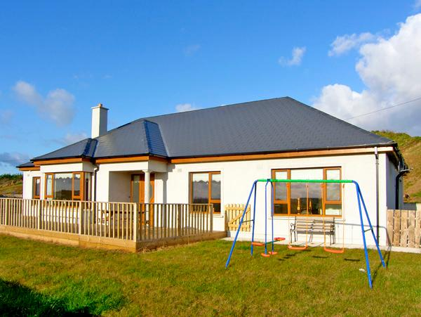 HEATHER HILL , family friendly, luxury holiday cottage, with a garden in Blackwater, County Wexford, Ref 2705 - Image 1 - Blackwater - rentals