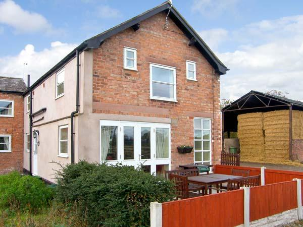 HEN COTTAGE, family friendly, character holiday cottage, with a garden in Rossett, Ref 1336 - Image 1 - Rossett - rentals