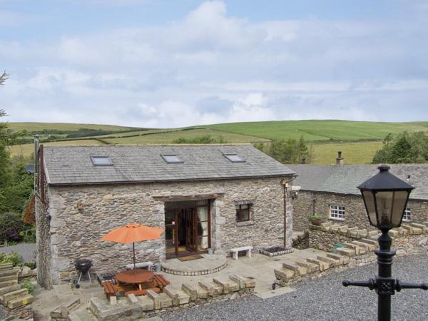 HILL SIDE BARN, family friendly, character holiday cottage, with hot tub in Pennington Near Ulverston, Ref 2964 - Image 1 - Pennington - rentals