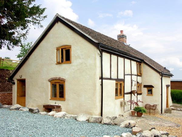 HOLLY COTTAGE, pet friendly, character holiday cottage, with a garden in Lower Wood, Ref 2041 - Image 1 - Lower Wood - rentals