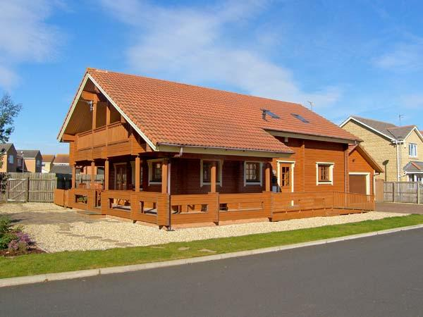 JAMAAL LODGE, pet friendly, with a garden in Amble-By-The-Sea, Ref 2127 - Image 1 - Amble - rentals