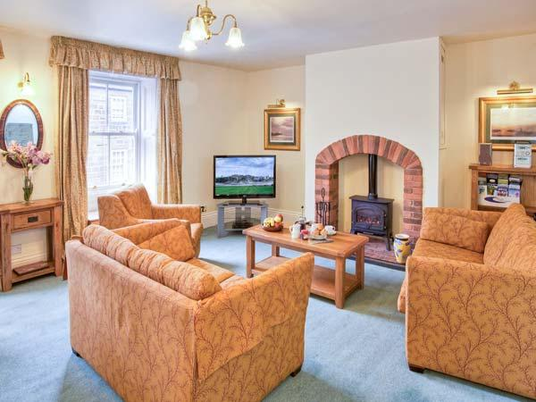 JACKSON COTTAGE, family friendly, character holiday cottage in Alnmouth, Ref 407 - Image 1 - Alnmouth - rentals